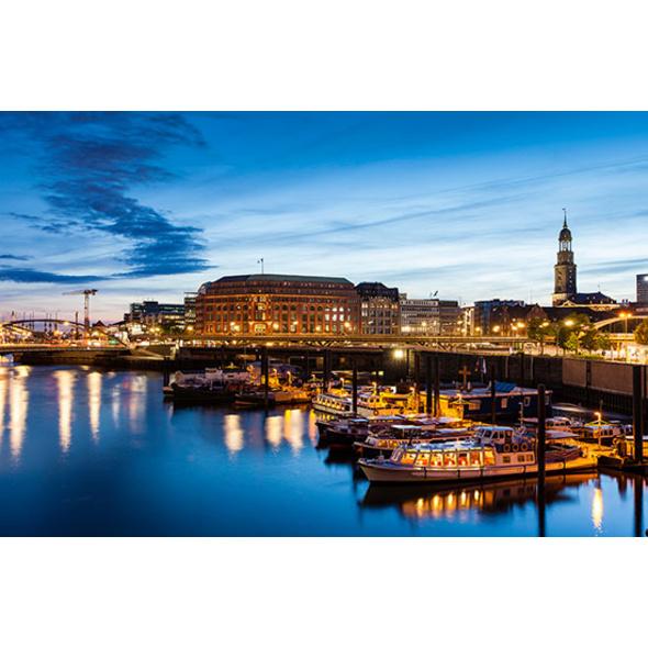 Candle Light Dinner & Hafenlichterfahrt Hamburg für 2